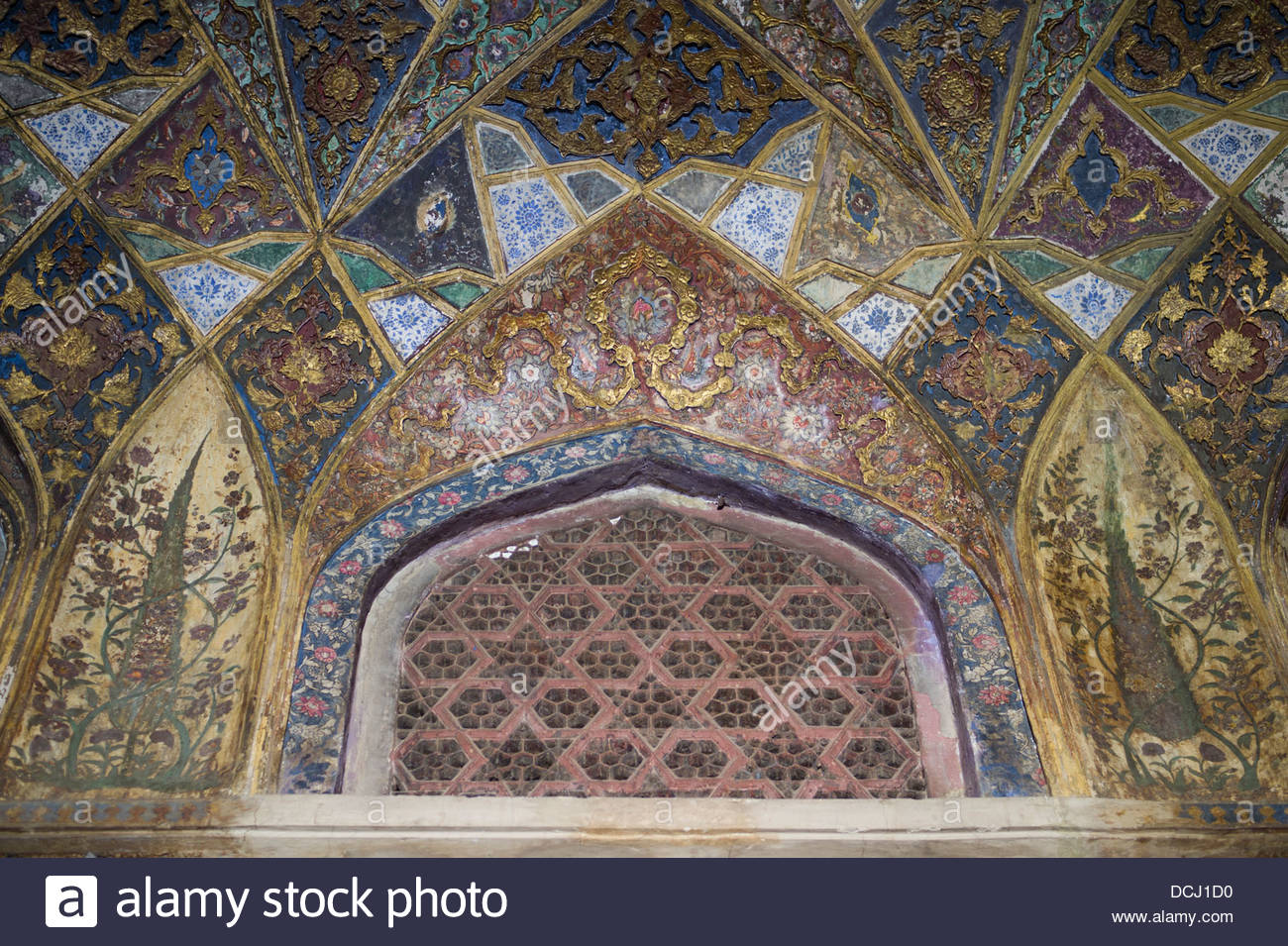 Itimad-ud-Daulah Tomb interior ( Baby Taj ) showing inlay ...
